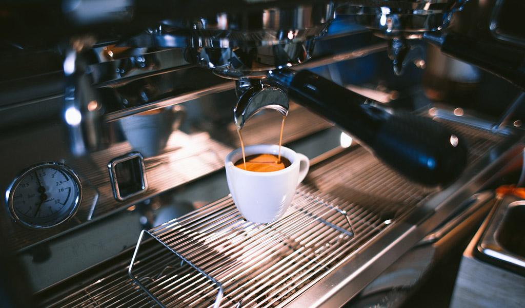 Pokud nevypijete více než 4 šálky kávy, jste v pohodě.