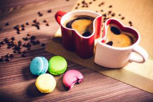 Kávové makronky mohou ozvláštnit štědrovečerní tabuli