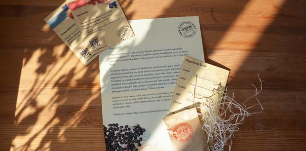 Balení obsahuje průvodní dopis a degustační karty.