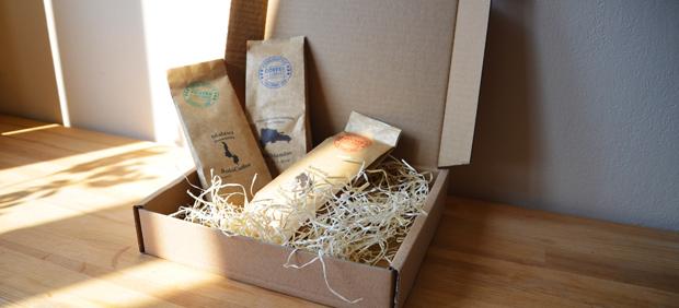 Degustační balíček obsahuje tři 50 g balení výběrové kávy.