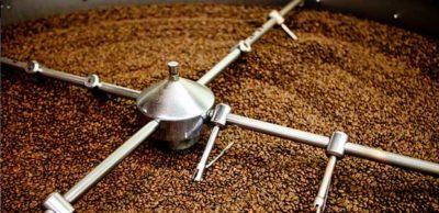 Zchlazování čerstvě upražené kávy