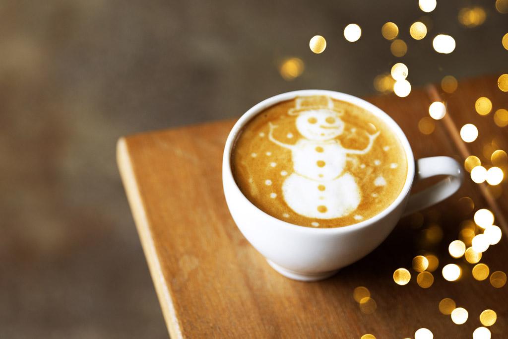 10 tipů na originální vánoční dárky pro milovníky kávy na rok 2020