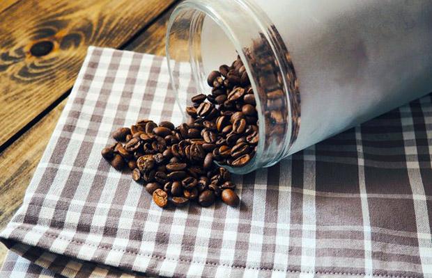 Skleněná dóza na kávu možná dobře vypadá, ale rozhodně to není správná cesta