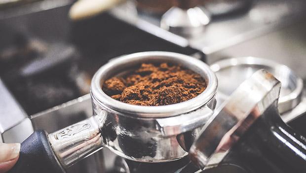 To, jak je káva napěchovaná výrazně ovlivňuje její chuť.