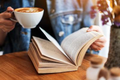K výborné kávě patří výborné čtení