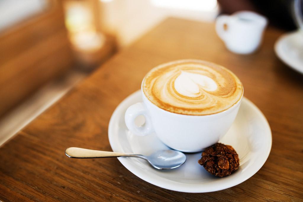 Latte art - umělecká dílka v šálku kávy